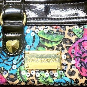 *Betsey Johnson* small wristlet wallet